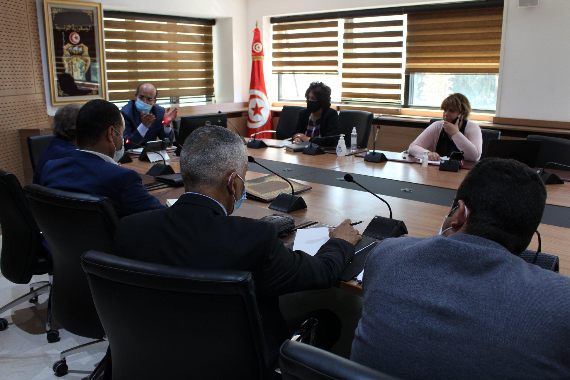 جلسة تشاورية مع مجلس الهيئة الوطنية للعدول منفذين