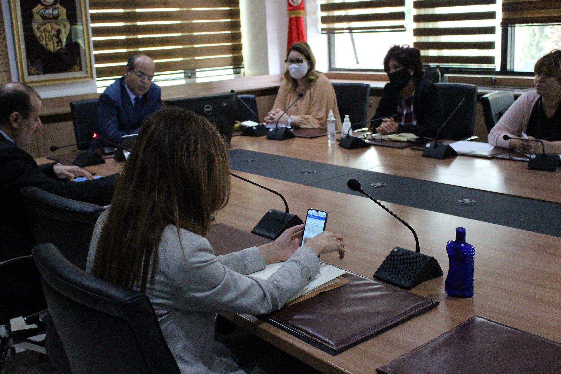 جلسة عمل تشاورية مع جمعية القضاة التونسيين
